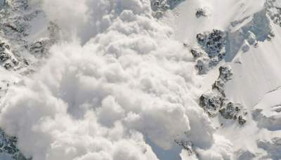В Канаде снежная лавина убила женщину-туристку