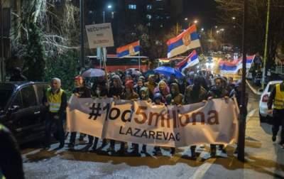 В Сербии тысячи людей вышли на антиправительственные протесты
