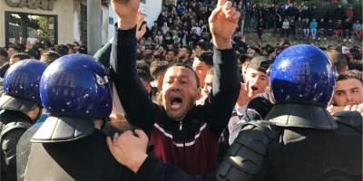 В Алжире произошли стычки протестующих с полицией