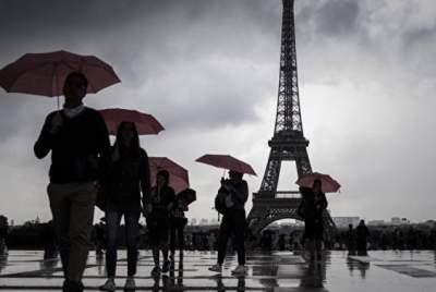 В Париже закрыли парки, сады и кладбища