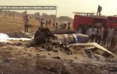 В Индии разбился истребитель