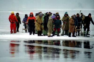 В США спасли 46 рыбаков, оказавшихся на отколовшейся льдине
