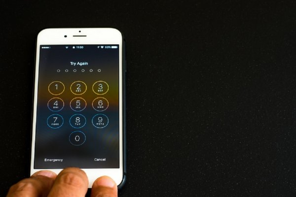 В руках ребенка взорвался смартфон: Как предупредить опасность