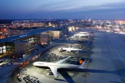 Немецкие аэропорты активно отменяют рейсы: названа причина