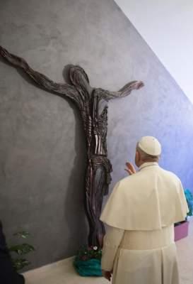 Папа Франциск получил подарок за помощь Украине