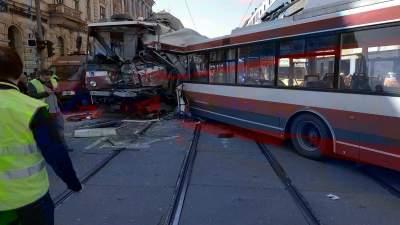 В Чехии троллейбус столкнулся с трамваем: десятки пострадавших