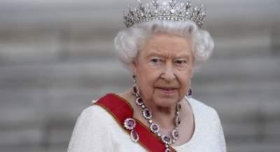 Елизавета II наказала Меган Маркл за тягу к роскоши