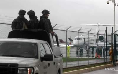 В Мексике на летном поле аэропорта за три минуты ограбили инкассаторов