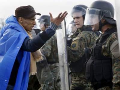 В Греции произошел конфликт между сотнями мигрантов и полицией