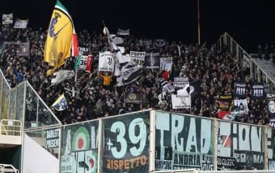 В Амстердаме арестовали более сотни футбольных фанатов