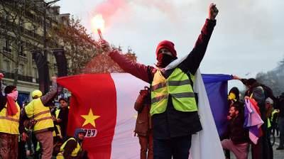 Французская полиция применила слезоточивый газ во время протестов