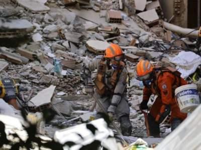 При обрушении жилых домов в Бразилии погибли 16 человек