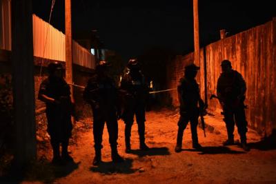 В Мексике вооруженная группа расстреляла посетителей бара: много погибших