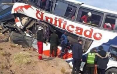 В Боливии автобус упал в ущелье: 25 жертв