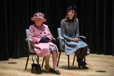 Елизавета II наградила Кейт Миддлтон почетным орденом