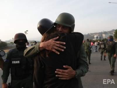 В Венесуэле военные освободили из-под ареста лидера оппозиции