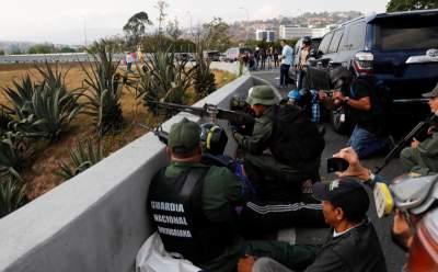 В Венесуэле против протестующих применили боевые патроны