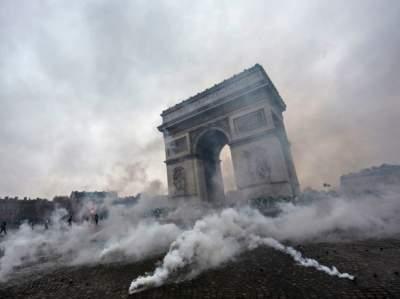 В Париже восстановят Триумфальную арку