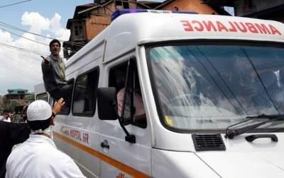 В Индии свадебный автобус попал в ДТП: много жертв